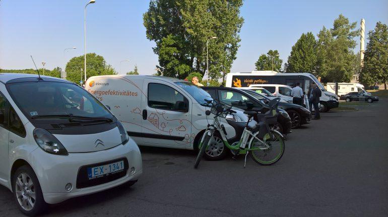 Elektromobiļu salidojums