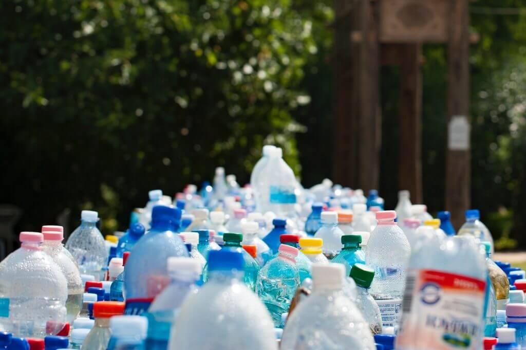 Plastmasas pudeles