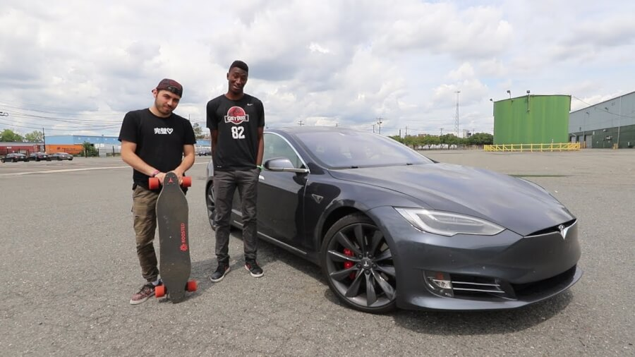 Boosted Board pret Tesla