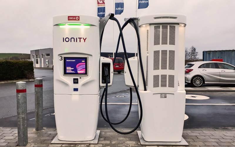 """""""Ionity"""" uzlādes stacija Dānijā. Avots: @ionity.eu"""