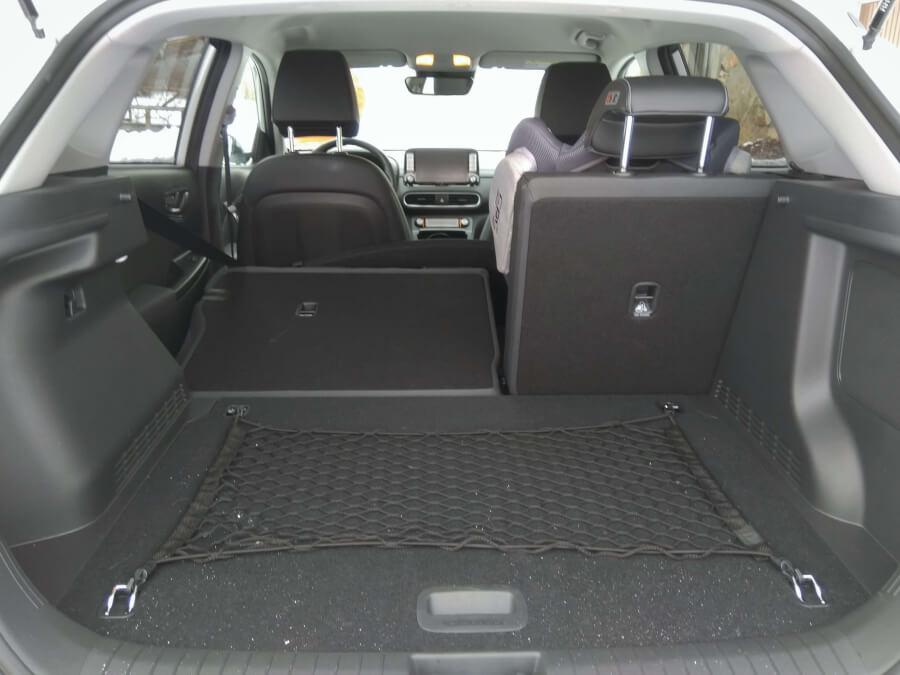 Hyundai Kona Electric bagāžnieks ar nolaistu sēdekli