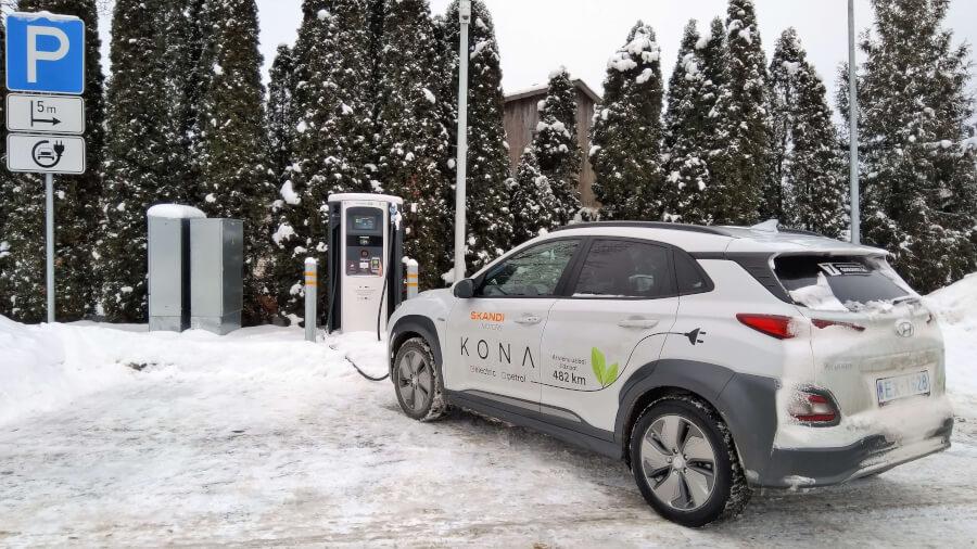 Hyundai Kona Electric pie uzlādes stacijas Ādažos