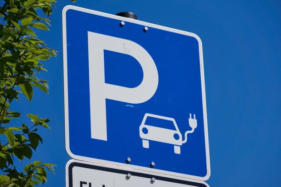 Lietuvas elektroauto stāvvietas zīme