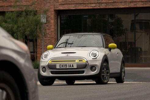 MINI Cooper SE apskats (+video) 1