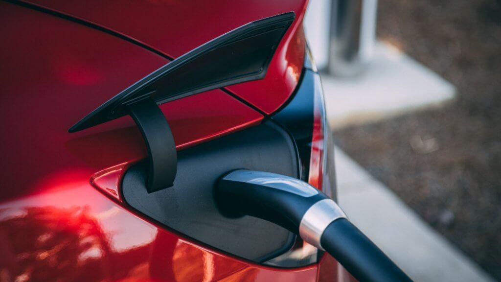 Tesla Model 3 lādējas