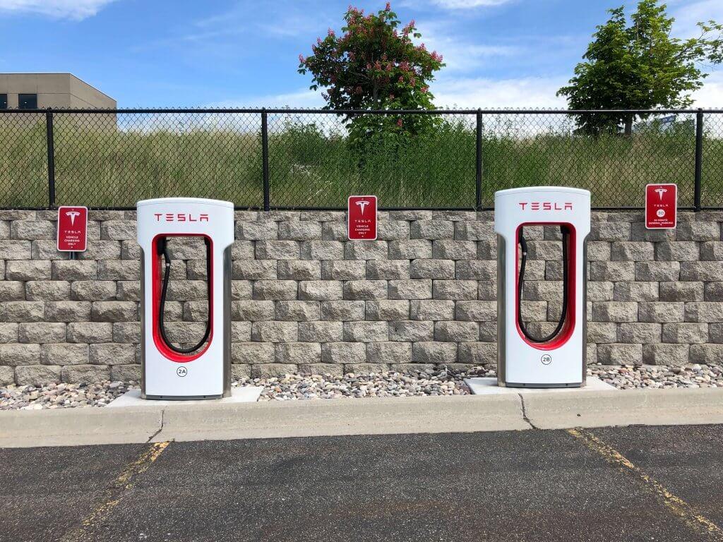 Tesla uzlādes stacijas