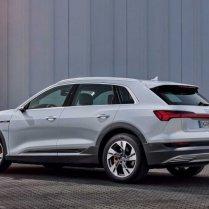 Audi atklāj lētāku e-tron variantu 13