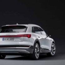 Audi atklāj lētāku e-tron variantu 9