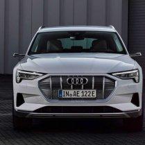 Audi atklāj lētāku e-tron variantu 4