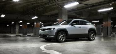Mazda izlien no dūmiem - MX-30 1