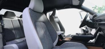 Mazda izlien no dūmiem - MX-30 4