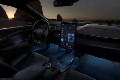 Elektriskais Ford Mustang Mach-E 10