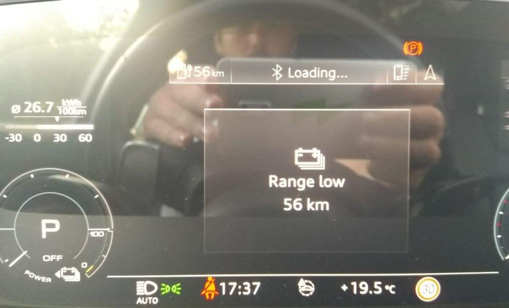 Audi e-tron 55 brīdinājums