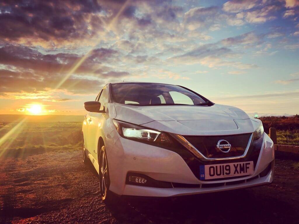 Nissan Leaf saulrietā