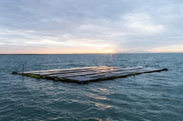 Zon op Zee. Jūras saules paneļi