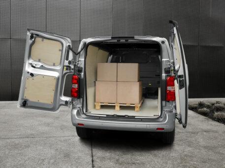 Elektrisko furgonu trīnīši - Opel, Peugeot, Citroen (+Toyota) 10