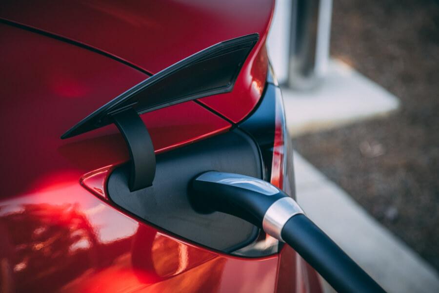 Tesla Model S uzlāde