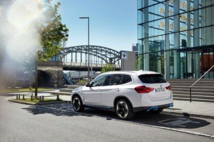 Beidzot tas ir prezentēts - elektriskais BMW iX3 6