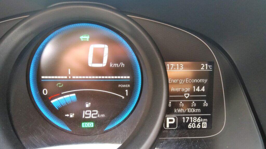 Nissan eNV200 instrumentu panelis