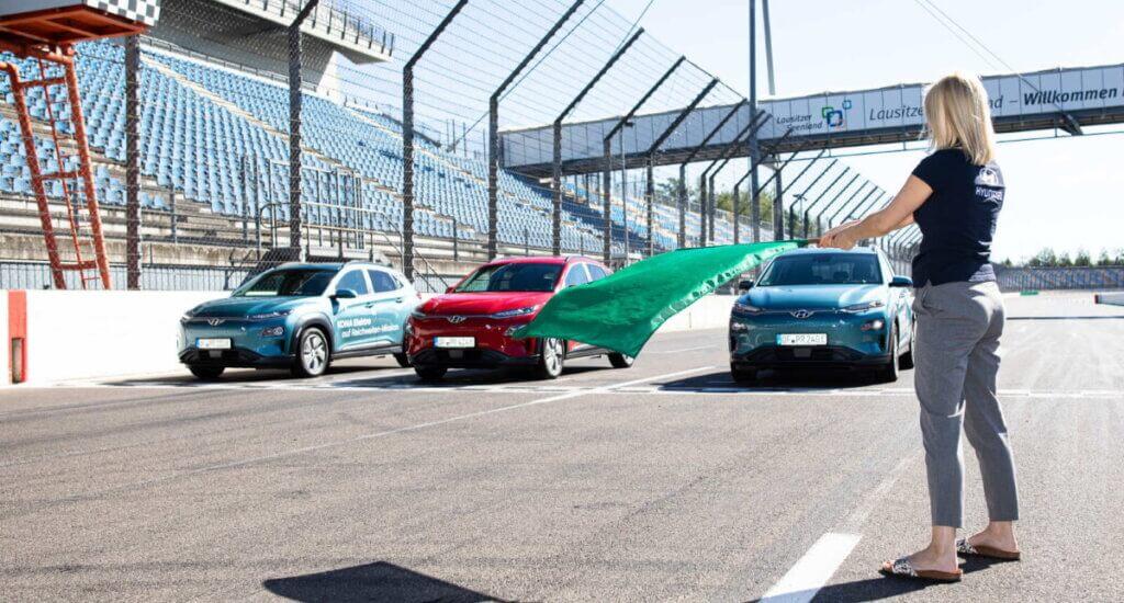 Hyundai Kona Electric uz starta līnijasa