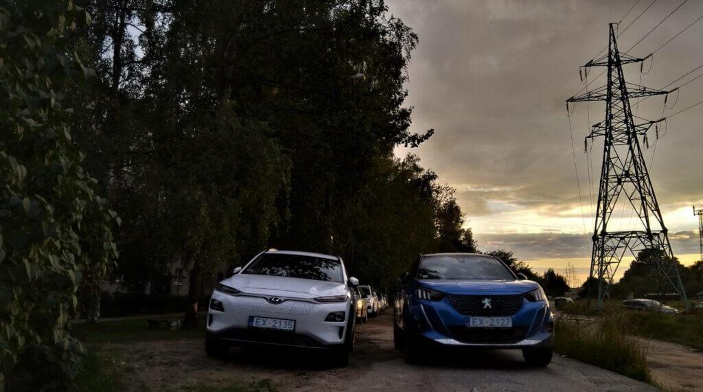 Peugeot e2008 un Hyundai Kona Electric