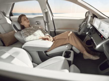 Hyundai prezentējuši Ioniq 5. Tesla cienīgs konkurents 9