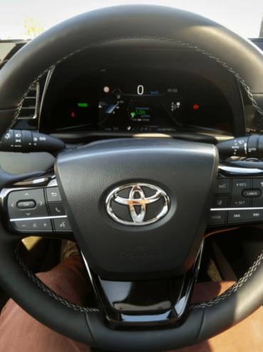 Ūdeņraža elektroauto Toyota Mirai apskats 1