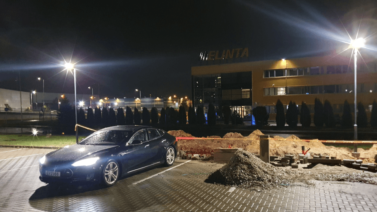 Lietuvā jau top Tesla Supercharger 2