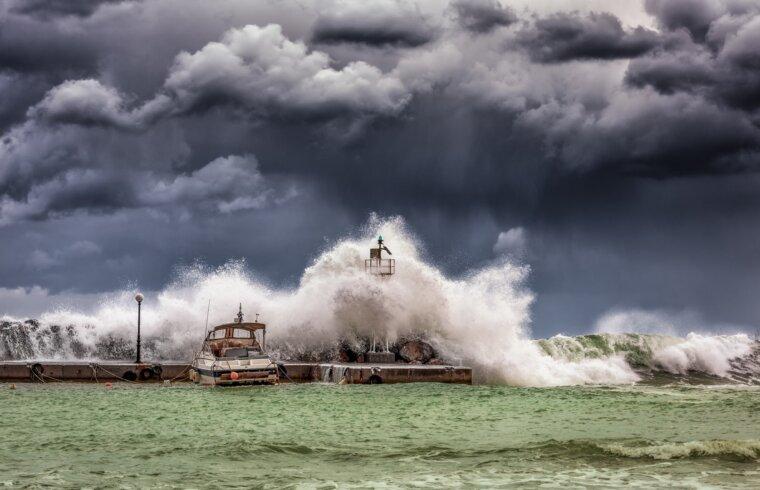 Vētra pie mola
